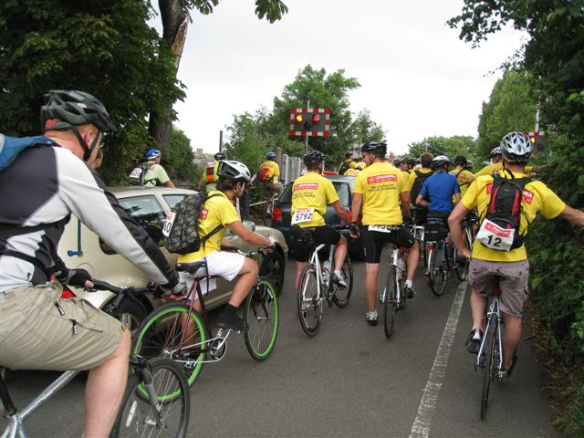 The Yellow brigade (52 milers) at level crossing