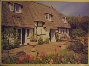 lid of jigsaw of thatched cottage, hampshire