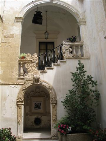 Puglia May 2011 - Lecce Courtyard