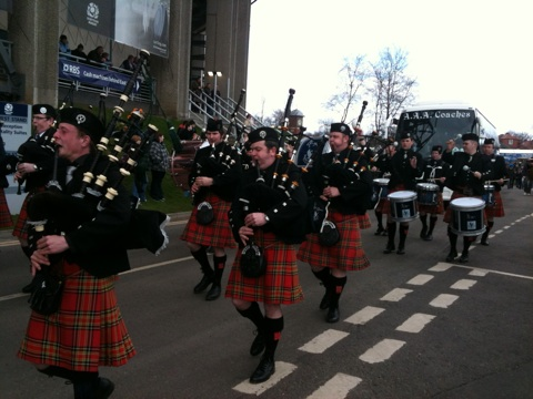 Bagpipes welcome Italian squad