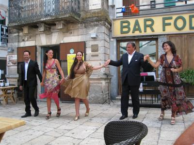 Puglia August 2010 - Opera singers at Bar Fod, Cisternino