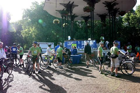 Thames Bridges Bike Ride 2011 - Start at Southwark Park
