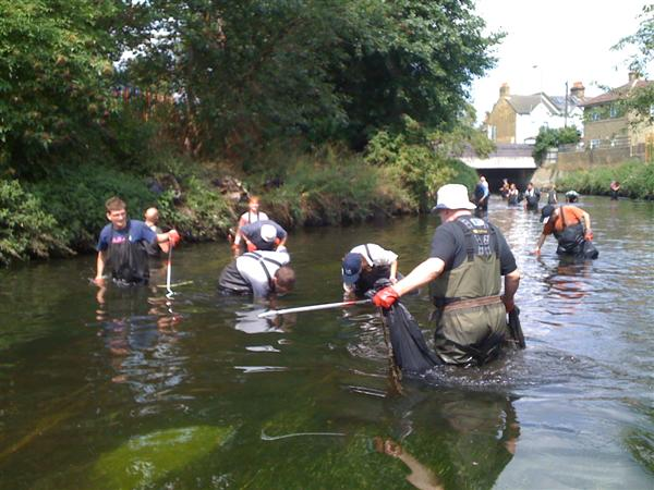 Cleaning the Wandle August 2009 2